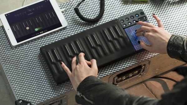 roli_seaboard_block_and_touch_block_10_high_res-2-5f27bacc-28c0-4fc0-a619-7a726f5547a4