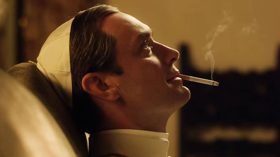 young-pope-smoking-080464c5-408e-48bb-b5e0-5dd44c5b930b